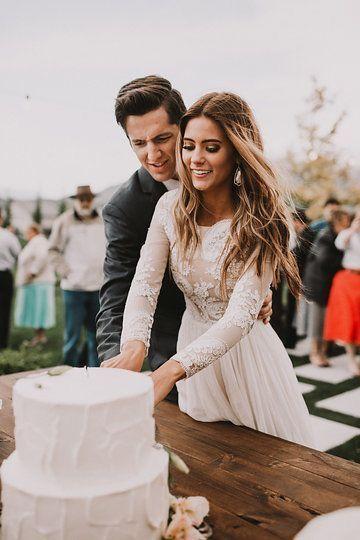 Свадебные прически с пробором посередине