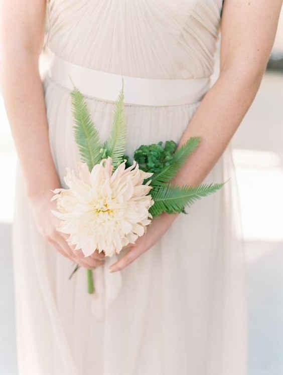 Свадебные букеты 2020: одноцветочные букеты для Невесты