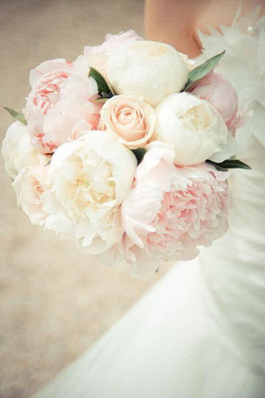 Свадебные букеты 2020: букет невесты из пионов