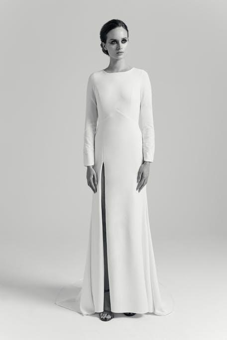 Скромное свадебное платье с длинными рукавами